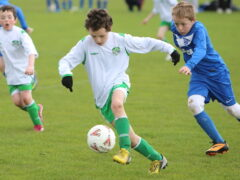 U-11 gloves off but can't knock 'Mitten